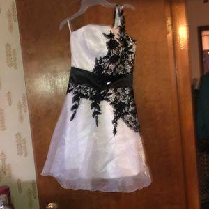 Dresses & Skirts - Short one shoulder formal dress